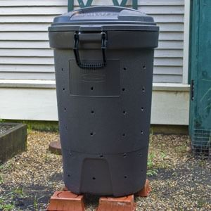 Upcycling trash can into compost bin
