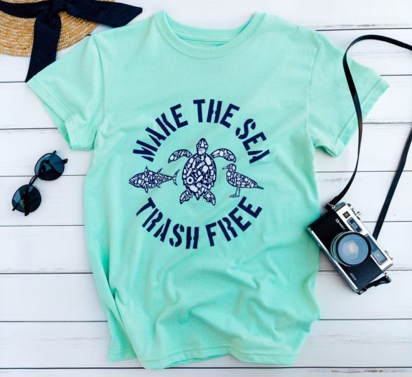 "T-shirt with print saying, ""Make the sea trash free"""